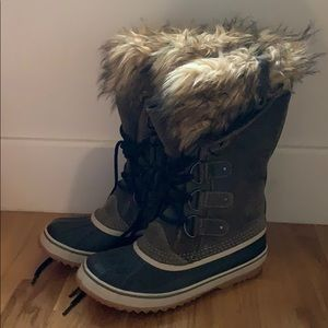 USED ONCE SOREL BOOTS